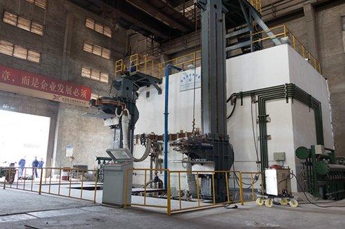 江苏星火10+7.6吨多功能电渣炉热试胜利